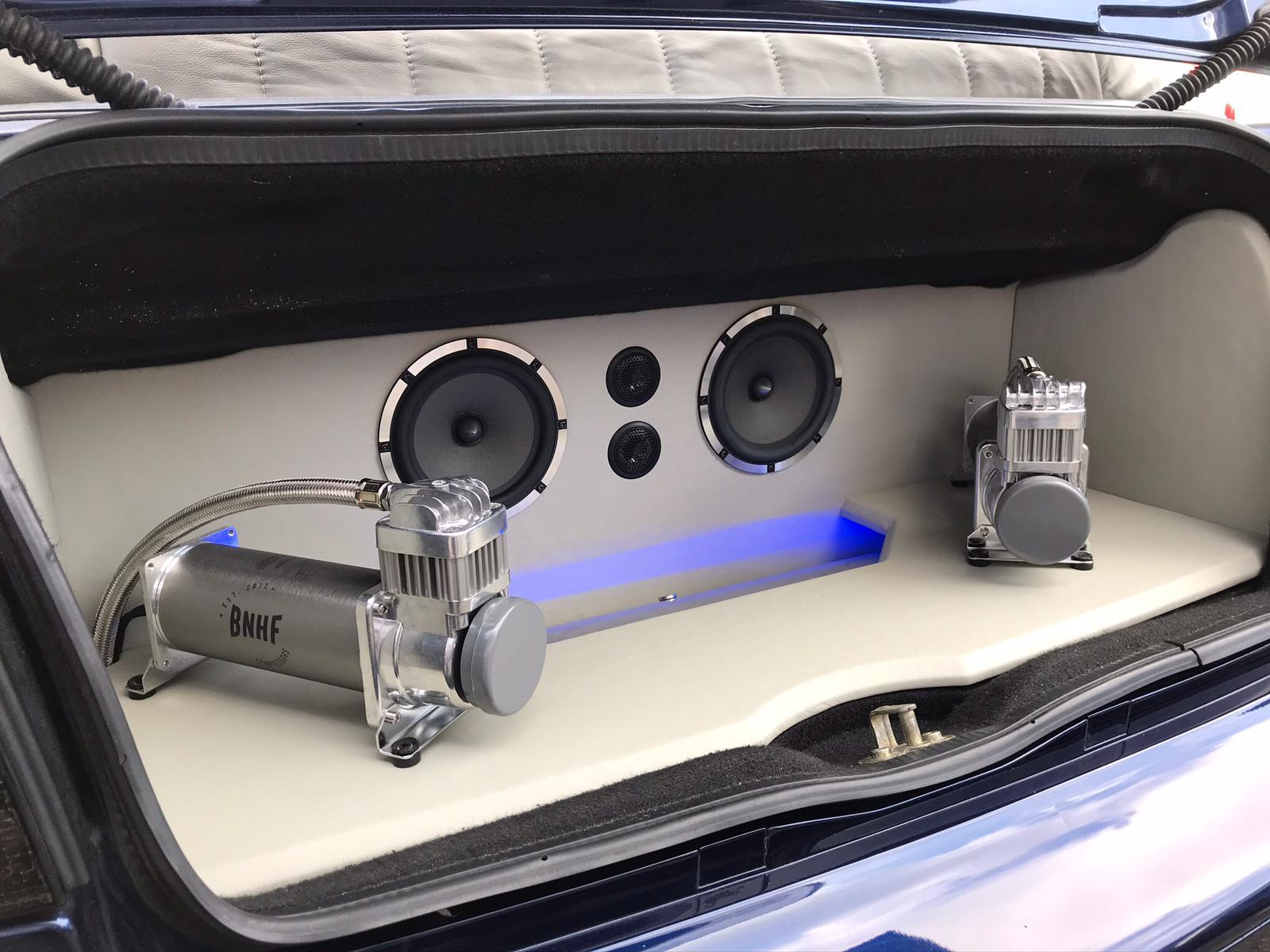 Volkswagen Golf 3 Cabrio - Custom Made audio