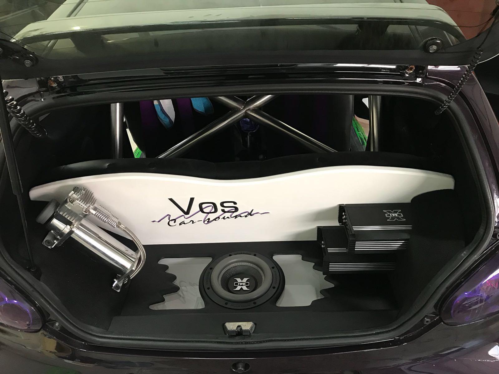 Toyota Aygo voorzien van een Custom Made audio systeem.